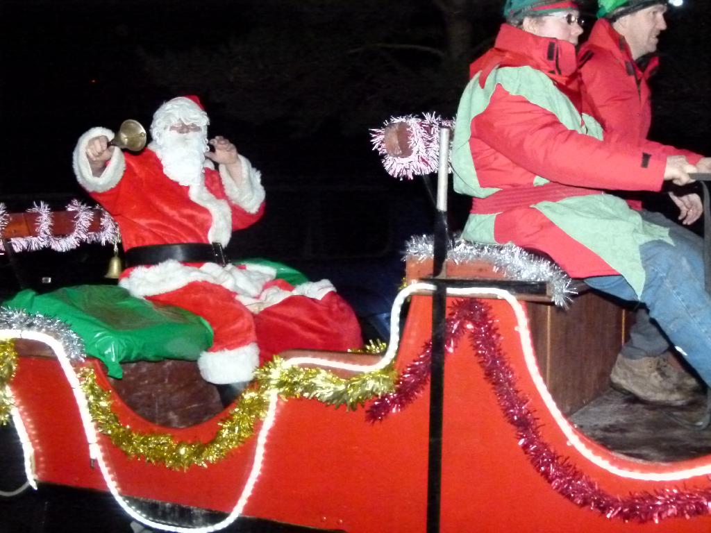 Santa to Turn on the Lights Saturday Evening @ 7.30pm…